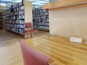 図書館でライティング