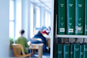 図書館でパソコン作業
